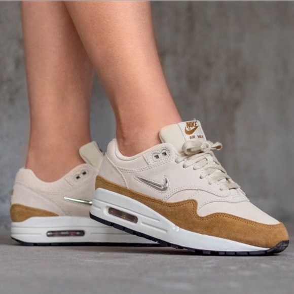 Nike Air Max 1 Premium SC Beach </p>                     			</div> 		</div>    	  		 		 		 		 		<!-- tab-area-end --> 	</div> 	<!--bof also purchased products module--> 	